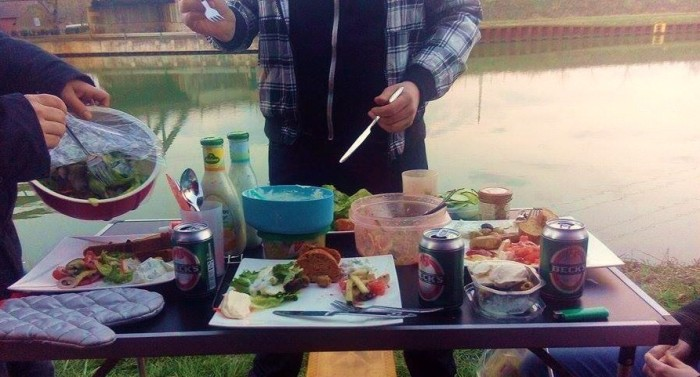 Grillen mit Bulli Kanal Tisch 4